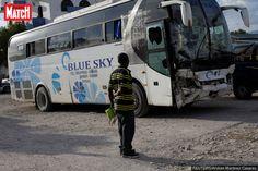 Trente-huit personnes ont perdu la vie dimanche après qu'un autobus a foncé dans une foule de musiciens enHaïti.