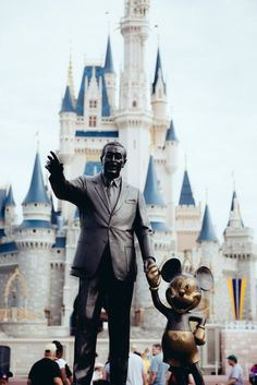 How to get the best photos at Disney World by Tina @ Travelingmama.net