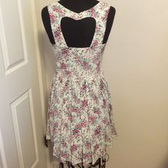 LC Lauren Conrad Heart ćut out Floral Dress Like New ! Worn probably 2-3 times and never washed. Beautiful , Sexy  dress has a heart cut out in the back , side zipper closure. Top half is not very stretchy , butom half is Flawy .Makes the  figure look really good. It remindes me of a 1950s pin up girl . LC Lauren Conrad Dresses Mini