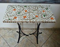 Mesas de mosaico para espaços pequenos by ALÉM DA RUA ATELIER/Veronica Kraemer, via Flickr