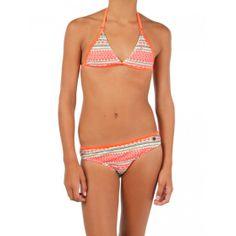 De Felicia #bikini van @Protest Boardwear heeft een zomerse print en op het topje is het logo aangebracht. #dws