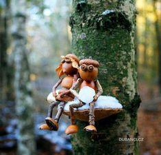 Vzala len rozrezanú plastovú fľašu a pár šišiek: Tento jesenný nápad nestojí nič, ale obdivovať ho bude úplne každý! Acorn Crafts, Pine Cone Crafts, Wood Crafts, Fun Crafts, Diy And Crafts, Arts And Crafts, Garden Crafts, Garden Art, Diy Décoration
