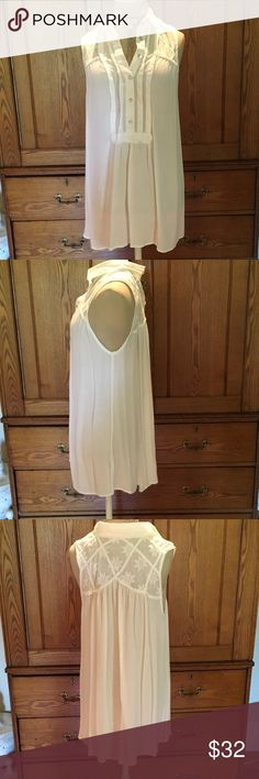 Free People Sleeveless Tunic Top White, Collared Tunic Top By Free People. Size Medium, Sleeveless Tunic. Flowing Cotton Top, 6 Button Front With Gauze Like Yoke Adorning Front and Back Of Top. Gathered in Back. Perfect Top for Those Hot Summer Days! Worn Once. Free People Tops Tunics