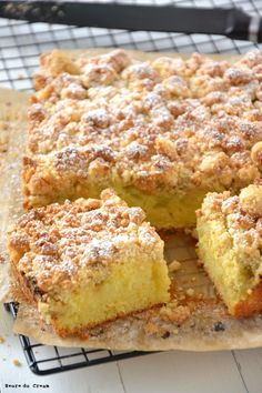Crumb cake à la rhubarbe * Rhubarb crumb cake * Rhabarber Crumb cake Desert Recipes, Gourmet Recipes, Sweet Recipes, Cake Recipes, No Cook Desserts, Easy Desserts, Delicious Desserts, Sweet Cooking, Cooking Chef