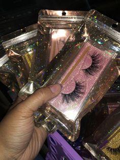 Cadeau Client, Beauty Business Cards, Eyelash Case, Black Girl Makeup, Skin Makeup, Makeup Geek, Eyelashes Makeup, Eyeliner Makeup, Aesthetic Makeup