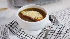 A staple winter soup that's full of flavour. Healthy Soup, Healthy Nutrition, Healthy Recipes, Soup Recipes, Great Recipes, Cooking Recipes, Recipies, Marilyn Denis Recipes, Cream Of Onion Soup