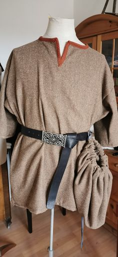 Wikinger Herrentunika mit Zeugbeutel Sewing, Fashion, Vikings, Moda, Dressmaking, Couture, Fashion Styles, Stitching, Sew