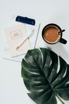 How you can successfully implement ideas, even if you have Wie du Ideen erfolgreich umsetzen kannst, auch wenn du davon hast Instagram Feed, Photo Pour Instagram, Coffee And Books, Coffee Love, Coffee Art, Flat Lay Photography, Coffee Photography, Photography Tips, Minimalist Photography