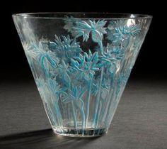 René Lalique (1860-1945) Vase   '' Bleuets '' créé en 1914, non repris après 1947 -  Épreuve en verre blanc moulé-pressé à décor gravé à l'acide et, en partie, rehaussé à l'émail (Réf. Marcilhac 909). Signé R. LALIQUE gravé sous la base.- H. 15,5 cm