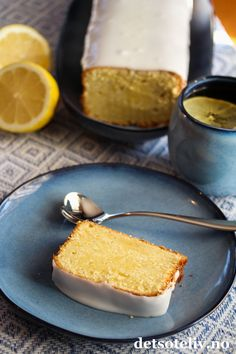 Sitronformkake med kremost (Lemon Pound Cream Cheese Cake) | Det søte liv Afternoon Tea Recipes, Pastry And Bakery, Cake With Cream Cheese, Scones, Cornbread, Cheesecake, Food And Drink, Lemon, Sweets