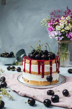 Joghurt-Kirschtorte mit Biskuitböden und frischen Kirschen. #kirschen #kirschtorte #joghurttorte Cupcakes, Sugar Rush, Amazing Cakes, Sweets, Baking, Desserts, Foodblogger, Wedding, Food Porn