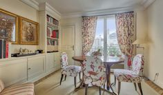 Lee Radziwill, the younger sister of the late Jacqueline Kennedy, is selling her highly publicized Paris pied-à-terre. Located on the sixth floor of a building dating back to the Chic Apartment Decor, Parisian Apartment, Paris Apartments, Les Kennedy, Jackie Kennedy, Jaqueline Kennedy, Lee Radziwill, Paris Home, Dining Nook