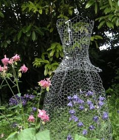 Garden, Garden Deco, Garden Ornaments, D - Diy Crafts Chicken Wire Art, Chicken Wire Sculpture, Chicken Wire Crafts, Garden Crafts, Garden Projects, Diy Crafts, Gothic Garden, Backyard Camping, Garden Dress