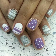 I love the color combination of these nails!