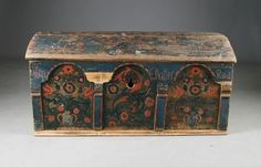 Rose Colored portal coffin with own name and dating 1824, Agder. L: 113 cm. Worn caps and any residue.