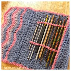 FitzBirch Crafts: Chevron Crochet Hook Case.  Free pattern