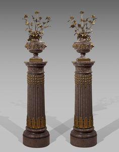 Paire de vases en granit porphyroïde posant sur un piédouche à côtes torses. Epoque Louis XVI