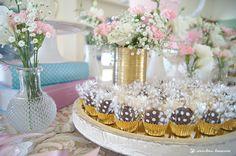 Lima Limão - festas com charme: Batizado da Madalena: anjinho charmoso! How To Make Cake, Floral Arrangements, Garland, Delicate, Invitations, Table Decorations, Simple, Party, Pink
