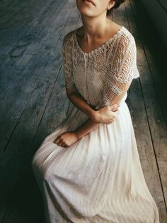 style | vintage long sleeve gown with lace detailing