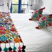 Resultado de imagen para bordado mexicano patrones pie de cama Mexican Embroidery, Hand Embroidery, Mexican Bedroom, Mexican Textiles, Bed Runner, Mexican Style, Bed Spreads, My Room, Boho Decor