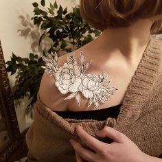 Tattoos on back Pretty Tattoos, Love Tattoos, Beautiful Tattoos, Body Art Tattoos, New Tattoos, Tatoos, Botanisches Tattoo, Sternum Tattoo, Piercing Tattoo
