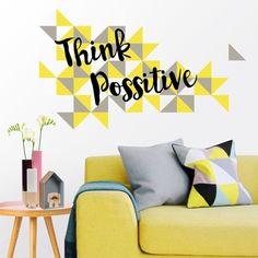 Vinilo decorativo de pared con el texto Think Possitive y estampado de triángulos.