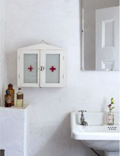 thewhitehousedayelsford.com.au love the vintage medicine cabinet..... Want one!