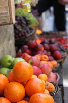 ayustar.tumblr.com  |  Fruit Stand in Siena, Italy - Source: fotoitaliano