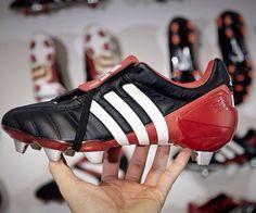 Predator old school Soccer Boots, Football Boots, Soccer Cleats, Adidas Predator, Old School, Tennis, Tacos, Adidas Sneakers, Nike
