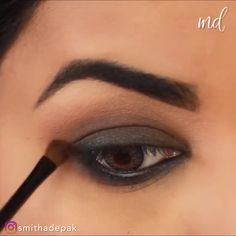 Amazing technique to a quick & wonderful smokey eye! By hacks for teens girl should know acne eyeliner for hair makeup skincare Black Smokey Eye Makeup, Natural Smokey Eye, Dark Makeup, Makeup Looks Tutorial, Eye Makeup Steps, Makeup Tips, Smokey Eye Makeup Tutorial, Make Up Videos, Eyeshadow Makeup