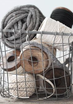 zinc wire basket for oversized yarn, wool, & twine spool storage. Foto Picture, House Doctor, Wire Baskets, Book Crafts, Craft Books, Wabi Sabi, Shabby Chic, Crafty, Handmade