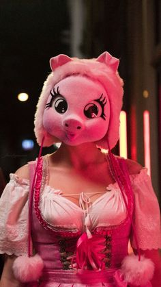 Pig Costumes, Halloween Costumes, Netflix, Sandra Oh, Bbc Tv Series, Iconic Dresses, Jodie Comer, Slow Dance, Red Aesthetic