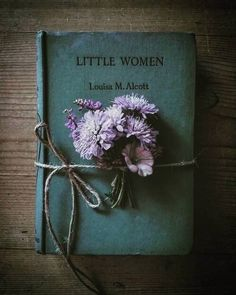 photography with books ideas reading - photography with books ; photography with books ideas ; photography with books faces ; photography with books ideas reading Photos Amoureux, Book Flowers, Shabby Flowers, Deco Floral, Book Aesthetic, World Of Books, Old Books, Photo Instagram, Book Photography