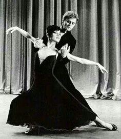 "Mikhail Baryshnikov & Elaine Kudo dancing Twyla Tharps ""Sinatra Suite"""