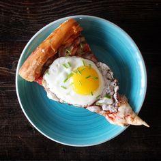 Crispy egg on leftover pizza by eggoftheday