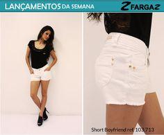 Os shorts também são uma aposta da Fargaz jeans para essa semana. Veja a versão branca dom detalhes dourados: