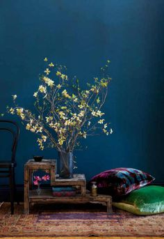 - Love the wall colour | Deep blue wall and plant - if I wanted to feel like I lived in an aquarium