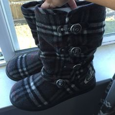 Roxy boots Flannel type Roxy boots, warm n cozy. Mid calf Roxy Shoes Winter & Rain Boots