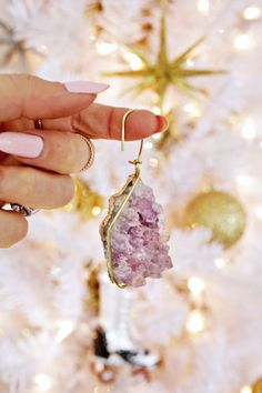 DIY geode ornament from A Beautiful Mess Decoration Christmas, Diy Christmas Ornaments, Handmade Christmas, Holiday Decorating, Modern Christmas, Christmas Love, Christmas Holidays, Bohemian Christmas, Christmas 2019