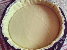 - 250 g de farine - 7 à 8 cl d'huile (olive ou neutre) - 10 cl d'eau tiède (ou 5 cl eau et 5 cl lait) - une pincée de sel - facultatif : origan, parmesan ou autre pour parfumer la pâte