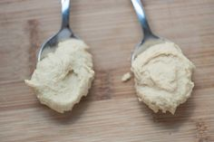 Smooth and Simple Hummus Recipe from www.inspiredtaste.net #recipe