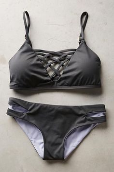 This bikini come in solid black, lattice at bikini top. Stock it up for beach time! Free Shipping! Size(in) Bust Waist Hip S 32.5-33.5 26.8-29.9 34.4-35.4 M 34.5-35.4 28.3-31.5 36.4-39.2 L 36.6-38 29.