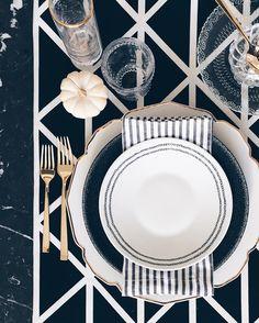 Nyla Free Designs // Thanksgiving table setting