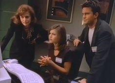 This Jennifer Aniston and Matthew Perry Video Guide to Windows 95 Is Hilariously Dated - Vogue Rachel Friends, I Love My Friends, Bizarre Videos, Tv Adverts, Real Video, Windows 95, Matthew Perry, Microsoft Windows, Coming Home