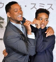 """WILL SMITH AND JADEN These two are a dead ringer for each other! The Fresh Prince shares the same nose, eyes and perfect grin. They also share the big screen together with starring roles in """"The Pursuit of Happyness"""" and """"After Earth"""". Jaden Smith, Will Smith Sohn, Snog Marry Avoid, The Pursuit Of Happyness, After Earth, Tonight Show, Celebrity Babies, Celebrity Style, Funny Movies"""