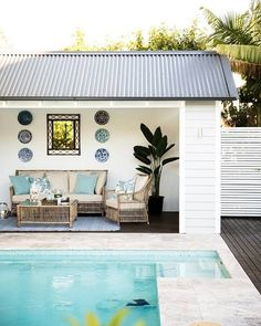 If you are a happy owner of a pool, build a deck or a pool cabana to spend time even better by the pool. What's the advantage of a cabana or pergola? Patio Roof, Pergola Patio, Pergola Ideas, Backyard Ideas, Pergola Carport, Pergola Curtains, Wooden Pergola, Pergola Kits, Patio Ideas