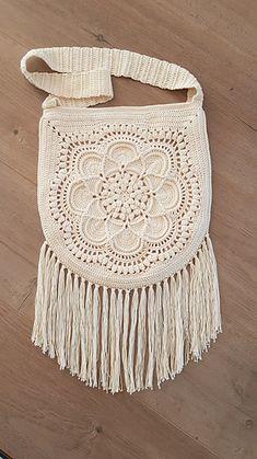Ravelry: Delilah Boho Bag pattern by Periwinkle Crochet
