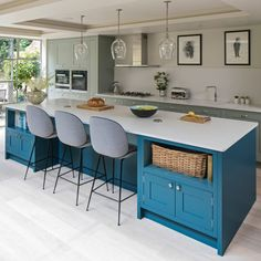 Look inside this terraced house in Southwest London By reconfiguring their period home the owners have created a harmonious layout filled with colour, character and natural light Kitchen Island Decor, Home Decor Kitchen, Interior Design Kitchen, New Kitchen, Home Kitchens, Kitchen Paint, Interior Ideas, Kitchen Ideas, Open Plan Kitchen Diner
