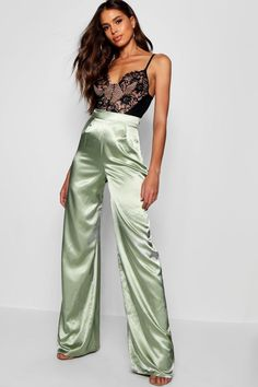 Satin Joggers, Satin Trousers, Wide Leg Trousers, Silk Pants Outfit, Trouser Outfits, Satin Skirt, Satin Dresses, Green Satin, Festival Outfits