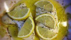 Dieser Fisch mir Zitrone und Rosmarin ist ein Genuss und passt wunderbar zu einem knackigen Salat oder frischem Spargel ➤ Lecker!